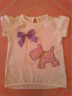Camiseta Perrito con lazo para niña Sewing For Kids, Baby Sewing, Baby Clothes Patterns, Sewing Patterns, Toddler Dress, Baby Dress, T Shirt Diy, Tee Shirts, Kids Tops