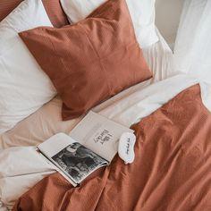 Crisp Sheets Purity Dekbedovertrek 240 x 220 cm Closet Bedroom, Cozy Bedroom, Bedroom Ideas, Master Bedroom, Washed Linen Duvet Cover, Caravan Makeover, Student Room, Brown Decor, Bedding Inspiration
