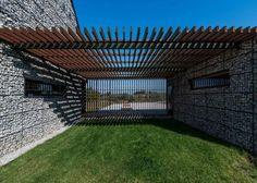 Diseño de pérgola de madera de casa moderna de campo