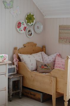 What a fantastic idea for a child's bed. Grows with baby and looks like it would be easy to make.