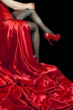 what color shoes to wear with red dress - cute dresses outfits Beauty And Fashion, Red Fashion, I See Red, Mode Glamour, Simply Red, Red Satin, Red Silk, Shades Of Red, Ruby Red