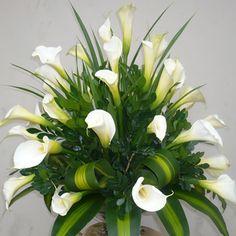 This is an option for the 2 planters. Unique Flower Arrangements, Unique Flowers, Cut Flowers, Fresh Flowers, White Flowers, Beautiful Flowers, Altar Flowers, Church Flowers, Funeral Flowers