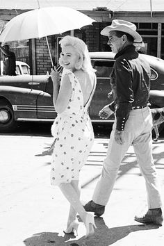 """Marilyn Monroe and Clark Gable during the filming of """"The Misfits"""", 1961."""
