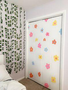 Indie Bedroom, Indie Room Decor, Cute Bedroom Decor, Room Design Bedroom, Teen Room Decor, Room Ideas Bedroom, Aesthetic Room Decor, Painted Bedroom Doors, Closet Doors Painted