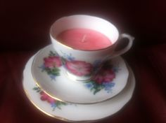 Delicately fragranced rise candle in china tea cup set