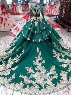 Green Trailing Luxury Wedding Dress Party Dress — OSTTY Source by thejoyofbestliving da festa Green Wedding Dresses, Luxury Wedding Dress, Wedding Gowns, Prom Dresses, Formal Dresses, Quince Dresses, Tube Dress, Dress Skirt, Princess Wedding