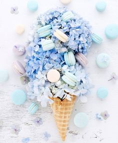 Macarons inspired by the colors of hydrangea❃✼ - flatlay - Macaron Wallpaper, Flower Wallpaper, Galaxy Wallpaper, Blue Aesthetic Pastel, Flat Lay Photography, Pretty Wallpapers, Aesthetic Iphone Wallpaper, Belle Photo, Food Art