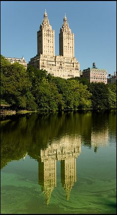 The New York San Remo apartments, in the first line of Central Park, are geniunely luxurious.