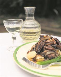 RESEP: Venesiese lewer met suursous, uie en vye   Netwerk24 Kos, Ethnic Recipes, Kitchen, Cooking, Kitchens, Cuisine, Aries, Cucina, Blackbird