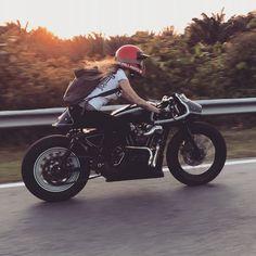 Sexy Motors and Lifestyle Cafe Racer Motorcycle, Motorcycle Style, Motorcycle Fashion, Lady Biker, Biker Girl, Bell Moto 3, Harley Davidson Scrambler, Cafe Racer Girl, Easy Rider