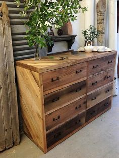 There is no limit to the creativity with the pallet woods. There are so diverse and valuable when it comes to transforming them in furniture. You can almost create every kind of furniture stuff from pallet woods. Whether it is your bedroom, living room, kitchen, bathroom or your garden, all can be decorated exquisitely by …