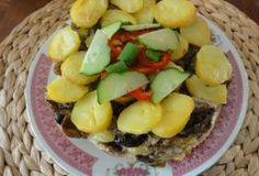 Jak zapéct brambory s houbami   recept Fruit Salad, Potato Salad, Potatoes, Ethnic Recipes, Food, Fruit Salads, Potato, Essen, Meals