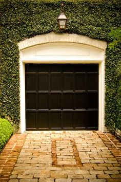 Pink house with white trim, black metal roof and black doors. Love this garage door and the ivy but Jason requests no ivy at the new house on account of my ivy addiction. Black Garage Doors, Black Doors, Exterior Design, Interior And Exterior, Garage House, Garage Entry, Barn Garage, Dream Garage, Architecture Details