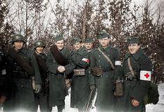 Sanitarios y soldados del II Ejército Húngaro durante la Navidad de 1942-43 en…
