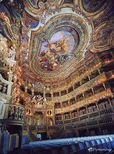 Один из красивейших театров мира.  Маркграфский оперный театр в Байройте, Бавария, Германия.