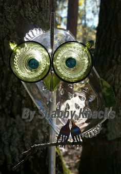 These whimsical owls are made from repurposed mixed media and stained glass. Each cutie is original, idea and design by Shabby Knacks. Garden Owl, Garden Whimsy, Garden Crafts, Dish Garden, Glass Garden Art, Garden Totems, Whimsical Owl, Glass Plate Flowers, Owl Crafts