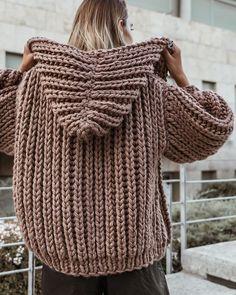 Knitwear Fashion, Knit Fashion, Hand Knitting, Knitting Patterns, Lace Socks, Hoodie Pattern, Chunky Cardigan, Chunky Knitwear, Mode Outfits
