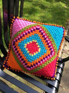 Crocheting in Manchester Granny Square Crochet Pattern, Crochet Squares, Crochet Granny, Crochet Motif, Crochet Designs, Knit Crochet, Crochet Patterns, Crochet Cushion Cover, Crochet Cushions