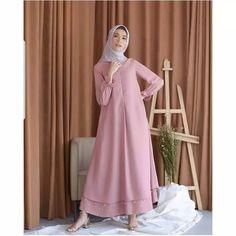 Trendy Dress Brokat Syari - - Trendy Dress Brokat Syari Source by Wrap Dress Outfit, Casual Dress Outfits, Winter Dress Outfits, Trendy Dresses, Model Dress Batik, Batik Dress, Simple Long Dress, Dress Long, Muslim Long Dress