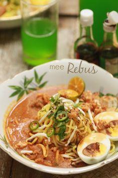 masam manis: Mee Rebus Hajah Begum dan Lek Ahmad Malaysian Recipes, Malaysian Food, Indonesian Recipes, Indonesian Food, Mee Rebus, My Favorite Food, Favorite Recipes, Malay Food, Singapore Food