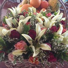 Sad reason for these flowers but I do hope that made the recipient feel that she was being thought about!! #condolences #sympathy #sadday #lilies #mixedroses #redroses #orangeroses #pinkroses #peachroses #ceriseroses #basket #heather #jasmine #florist #flowers #justmeflowers #bryanston #johannesburg #pretoria http://misstagram.com/ipost/1551739121130842969/?code=BWI4oJbFKtZ