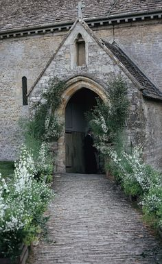 Venue: Thyme at Southrop Manor, Cotswolds, United Kingdom Photographer: Elise Hassey Videographer: 8mm film by Reel Sixty, London Bride and Groom: Chloe and Angus Sippe