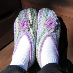 Once upon a time I had a friend who made these for me every year and I miss her.  will have to make them myself~Easy Crochet Slippers to make.