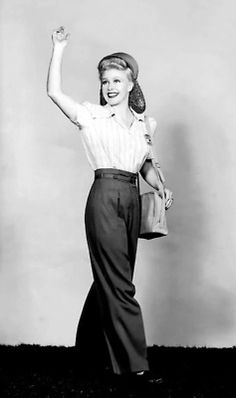 Ginger Rogers sports pants (something women were wearing for the first time to go out into the work force). The snood captures her hair so that it is back off of her face. This prevented women's hair from getting into machinery in factories. Old Hollywood, Hollywood Glamour, Classic Hollywood, Vintage Mode, Moda Vintage, Retro Vintage, Vintage Beauty, Vintage Glamour, 1940s Fashion