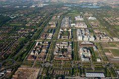 The grid roads of Milton Keynes, Buckinghamshire. (English Heritage/BBC News Online) Image Chart, English Heritage, Milton Keynes, News Online, Bbc News, Urban Design, Roads, Design Projects, Grid