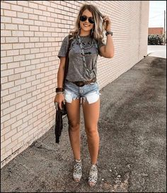 Coach outfits, new outfits, jean short outfits, summer outfits, cute Look Short Jeans, Jean Short Outfits, Edgy Outfits, New Outfits, Fashion Outfits, Coach Outfits, Hipster Outfits, Grunge Outfits, 90s Fashion