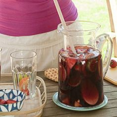 Want a cocktail without the extra calories? Try this low-calorie sangria!
