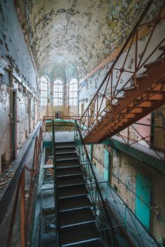 Abandoned Buildings, Abandoned Places, Urban Decay Photography, Human Reference, Best Location, Beautiful Architecture, Photo Art, Cool Pictures, Old Things