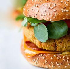 white bean burgers & other veggie burger recipes Vegetarian Bean Recipes, Veggie Recipes, Great Recipes, Healthy Recipes, Burger Recipes, Healthy Snacks, Healthy Eating, Favorite Recipes, Sandwich Vegan