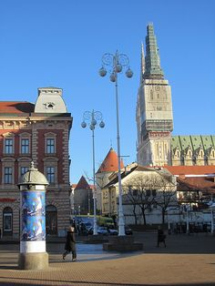 Zagreb Cathedral seen from Jelačić Square.  Zagrebačka katedrala snimljena s Trga bana Jelačića.