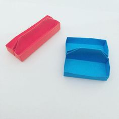 Some little trays  #origami #origamitray #tray #box #origamibox #cute #kawaii #paperkawaii #papercraft #paperfolding #foldoftheday #instaorigami #diy