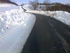Itinerario ciclo-turistico Bubbio-Cortemilia-Pezzolo-Todocco-Spigno Monferr-Mombaldone-Montechiaro d'Acqui-Ponti-MonasteroBorm-casa: Stradina Todocco-Serole,Straordinaria nevicata  ............................ Road Todocco-Serole, Extraordinary snowfall