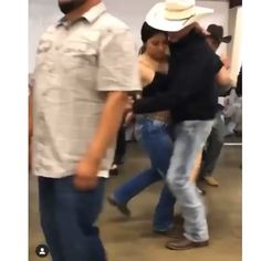 Fiesta Outfit, Fiesta Dress, Mexican Outfit, Cute Cowgirl Outfits, Rodeo Outfits, Western Outfits, Bachata Dance, Dance Choreography Videos, Dance Videos