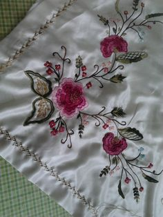 bohça Embroidery Neck Designs, Embroidery Patterns, Hand Embroidery, Brazilian Embroidery, Bargello, Cutwork, Cross Stitch, Cushions, Quilts