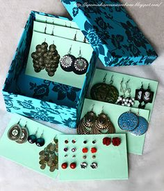 Diy Earring Holder, Diy Jewelry Holder, Indoor Crafts, Diy And Crafts, Paper Crafts, Earing Organizer, Packing Jewelry, Diy Gift Box, Jewellery Storage