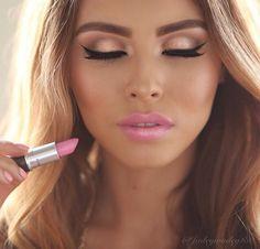 What a gorgeous lipstick