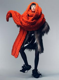 Title: New Sensations Magazine: Vogue US September 2007 Models: Coco Rocha, Raquel Zimmermann Photographer: Craig McDean Stylist: Grace Coddington Capitol Couture, Vogue Uk, Look Casual, Casual Chic, Giles Deacon, Chunky Scarves, Big Scarves, Oversized Scarf, Colorful Scarves