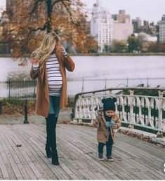 The Best Fall and Winter Maternity Fashion Finds - Chaylor & Mads fashion fashion summer fashion winter outfits Kleidung Fall Maternity Photos, Winter Maternity Outfits, Stylish Maternity, Maternity Wear, Winter Outfits, Maternity Styles, Winter Clothes, Pregnancy Looks, Pregnancy Photos