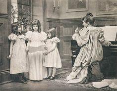 Der Falsche Ton EICKENMEYER, ROUDOLPH, b.1862-1932 Die Kunst in der Photographie 1898, 1898 17.2 x 22.1 cm Photogravure