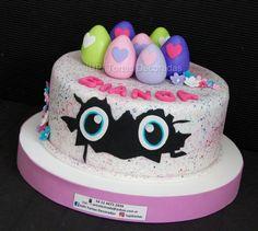 Hatchimals 01 . . . . #hatchimals #nenas #niñas #girls #cumpleaños #cumple #felizcumpleaños #felizcumple #tortas #tortascondiseño #cake #cakes #instacake #instapic #instafashion #instaart #birthday #birthdaygirl #birthdayparty #birthdaypresent #personajesinfantiles #happybirthday Castle Cupcakes, Castle Birthday Cakes, Funny Birthday Cakes, Happy Birthday Tom, Fall Birthday, 5th Birthday, Pull Apart Cupcake Cake, Cupcake Cakes, Mermaid Theme Birthday