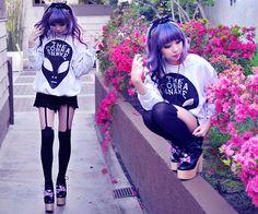 Pastel goth fashion (*~*)/ | via Tumblr  Sort of looks like minzy from 2ne1 ;)