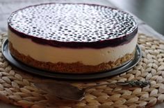 Ihana mustikkavalkosuklaajuustokakku Cheesecakes, Tiramisu, Food And Drink, Pudding, Ethnic Recipes, Sweet, Desserts, Deserts, Cheese Cakes