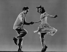 Learn to dance the Lindy Hop (swing dance) Lindy Hop, Swing Dancing, Rock Lee, Shall We Dance, Lets Dance, Photo Vintage, Vintage Photos, Couple Rock, Bailar Swing