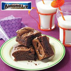 Desserts with Halloween candy: Almond Joy brownies!