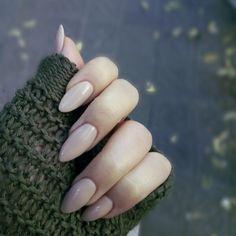 Nude almond shaped gel nails @LenaKrones