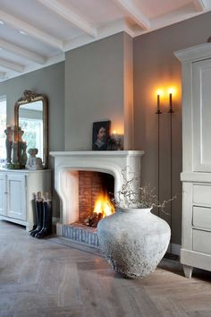 Home Fireplace, Fireplace Surrounds, Fireplace Design, Fireplaces, Interior Exterior, Interior Architecture, Decor Interior Design, Interior Styling, Home Living Room